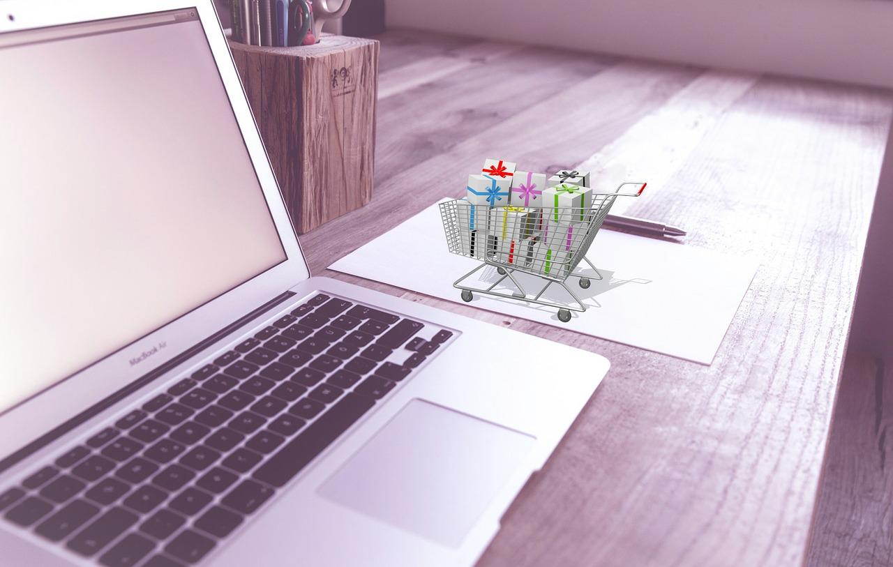 imagen ordenador y carrito de la compra
